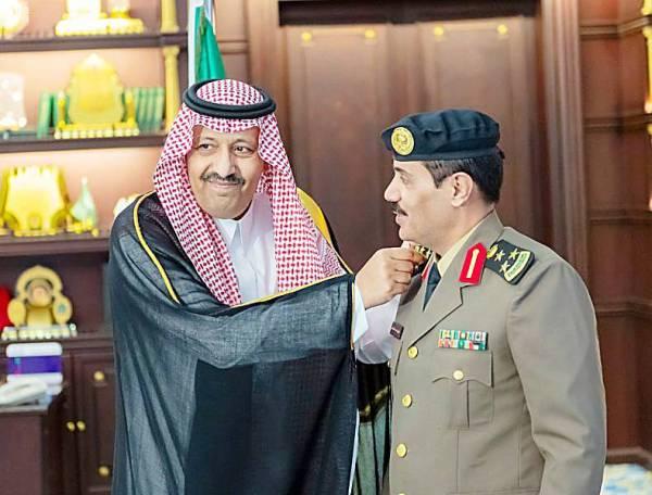 أمير الباحة يقلد القحطاني رتبة عميد
